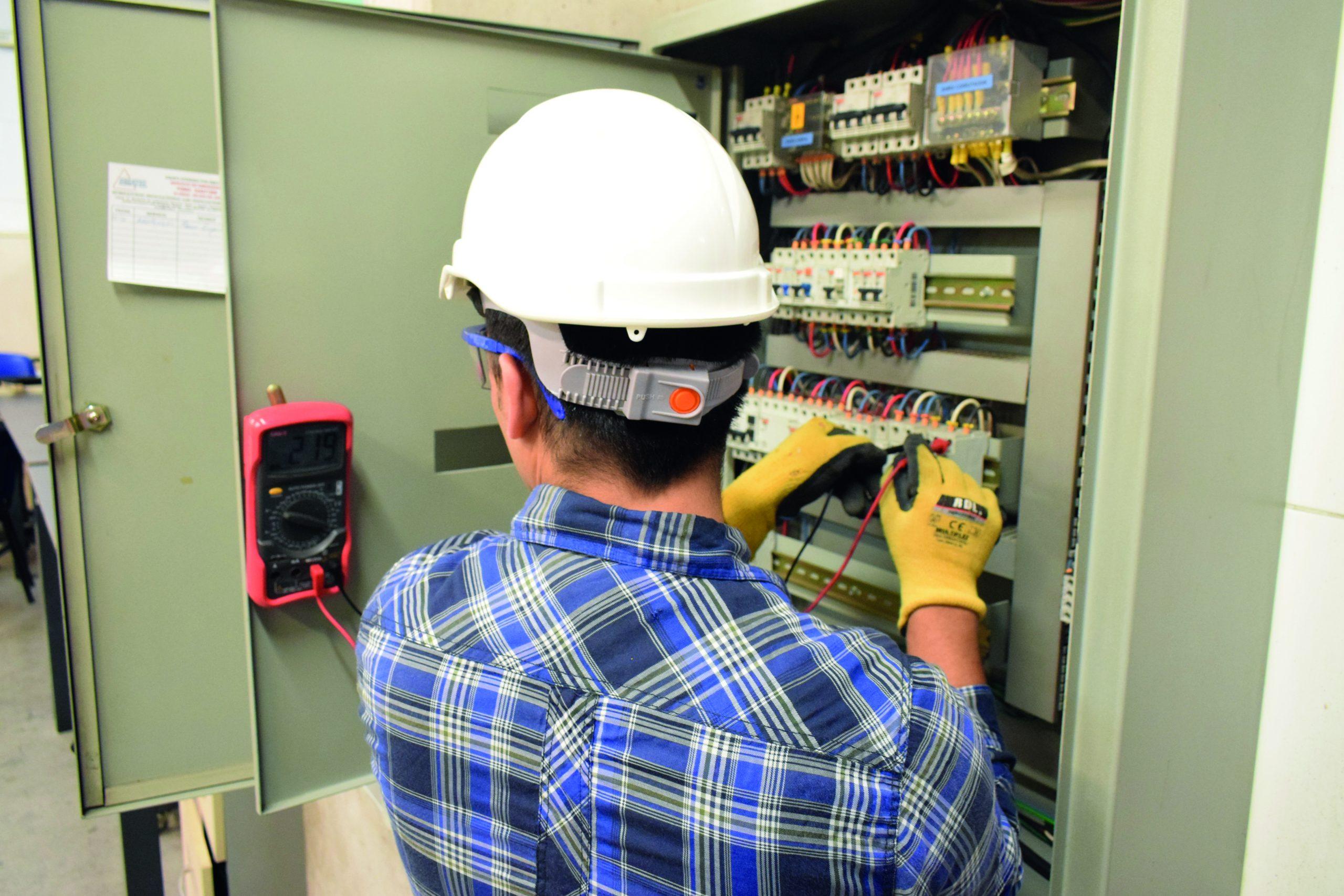 Instalaciones Eléctricas Domiciliarias: Sin riesgos