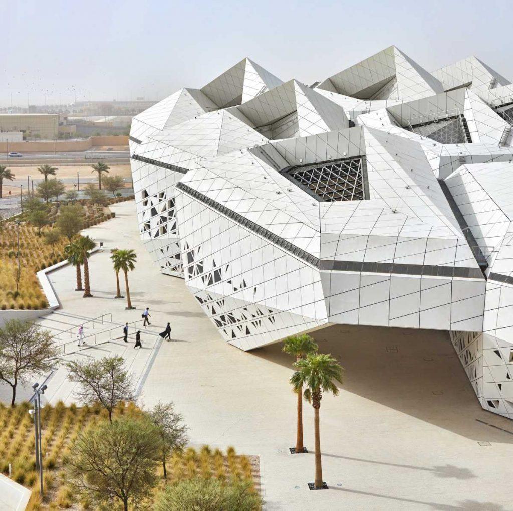 Centro de Estudios e Investigaciones del Petróleo Rey Abdullah- Un panal de hormigón en pleno desierto