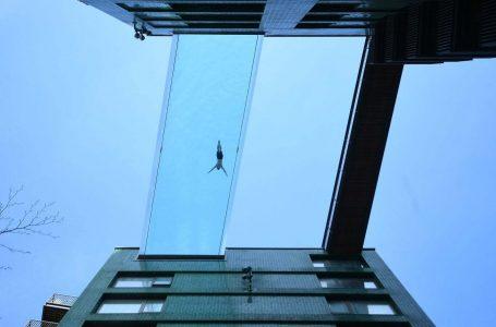 Piscina conecta dos edificios en Londres
